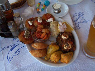 Een klein voorafje - Foto van https://www.grieksegids.nl/fotos/degrieksegids/2007/albums/userpics/10002/normal_orektika.jpg