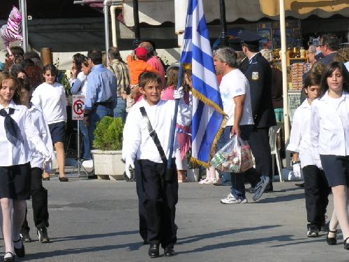 Kind met Griekse vlag