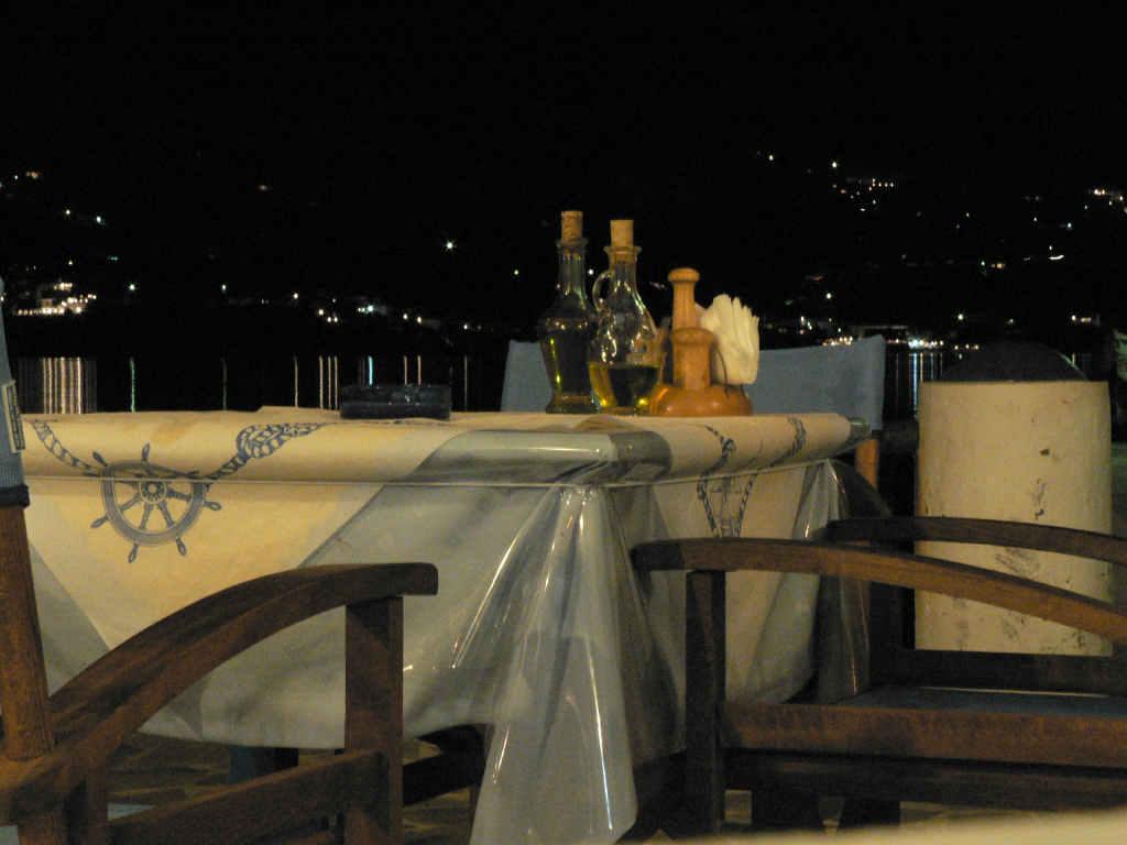 foto Nachtelijk uitzicht vanaf een terrasje op Telendos