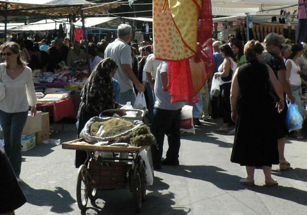 foto Kruidenverkoopster op de markt van Xanthi.