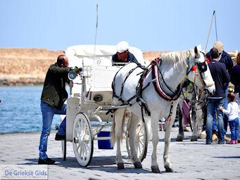 Paard en koets  | Chania stad | Kreta - Foto van https://www.grieksegids.nl/fotos/eiland-kreta/fotos-mid/chania-kreta/chania-stad-036.jpg