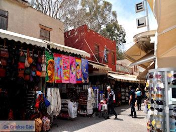 Souvenirwinkeltjes in de stad  | Chania stad | Kreta - Foto van https://www.grieksegids.nl/fotos/eiland-kreta/fotos-mid/chania-kreta/chania-stad-070.jpg