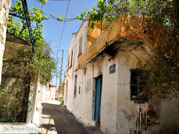 Steegje in oud Stalos (Ano Stalos)  | Chania | Kreta - Foto van https://www.grieksegids.nl/fotos/eiland-kreta/fotos-mid/platanias-stalos-agiamarina/stalos-chania-20.jpg