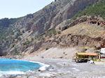 Het zand- kiezelstrand van Agia Roumeli foto 1 | Chania Kreta | Griekenland - Foto van De Griekse Gids