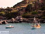 Vissersbootjes ergens tussen Agia Roumeli en Loutro | Chania Kreta | Griekenland - Foto van De Griekse Gids