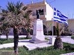 GriechenlandWeb.de Borstbeelden griekse vlag  in Kolymbari | Chania Kreta | Griechenland - Foto GriechenlandWeb.de