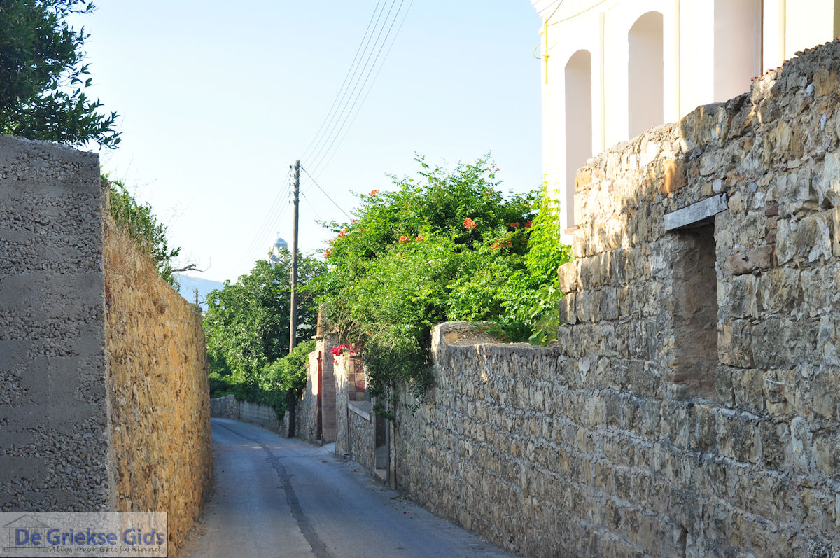 foto Kambos, hoge muren overal foto 2 - Eiland Chios