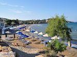 Het drukke Karfas strand - Eiland Chios - Foto van De Griekse Gids