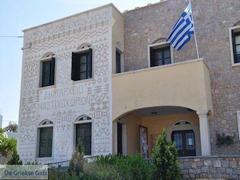 Het gemeentehuis van Pyrgi - Eiland Chios - Foto van https://www.grieksegids.nl/fotos/eilandchios/350pixels/eiland-chios-foto-123.jpg