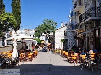Pyrgi dorpsplein - Eiland Chios - Foto van https://www.grieksegids.nl/fotos/eilandchios/350pixels/eiland-chios-foto-136.jpg