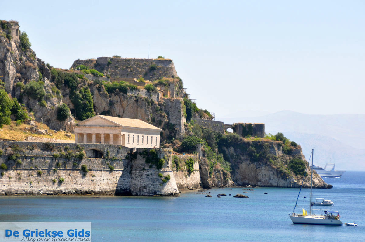 how to get from sidari to corfu town