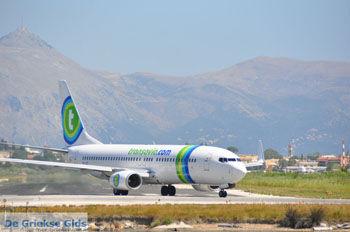 Transavia op vliegveld Corfu bij Kanoni   Corfu   De Griekse Gids foto 78 - Foto van https://www.grieksegids.nl/fotos/eilandcorfu/corfu/corfu-mid/corfu-grieksegids-0541.jpg