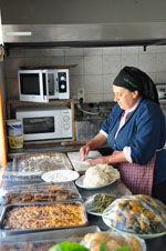 Mevrouw Anna maakt Makarounes | Karpathos De Griekse Gids foto 1 - Foto van De Griekse Gids