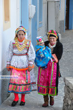 Traditionele klederdracht Olympos Karpathos | De Griekse Gids foto 019