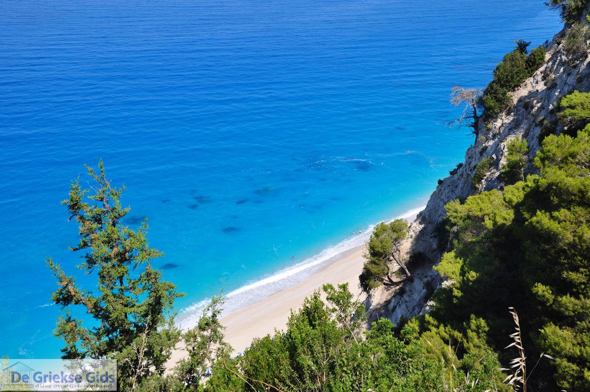 foto steile rotsen aan het strand van Egremni - Lefkas (Lefkada)