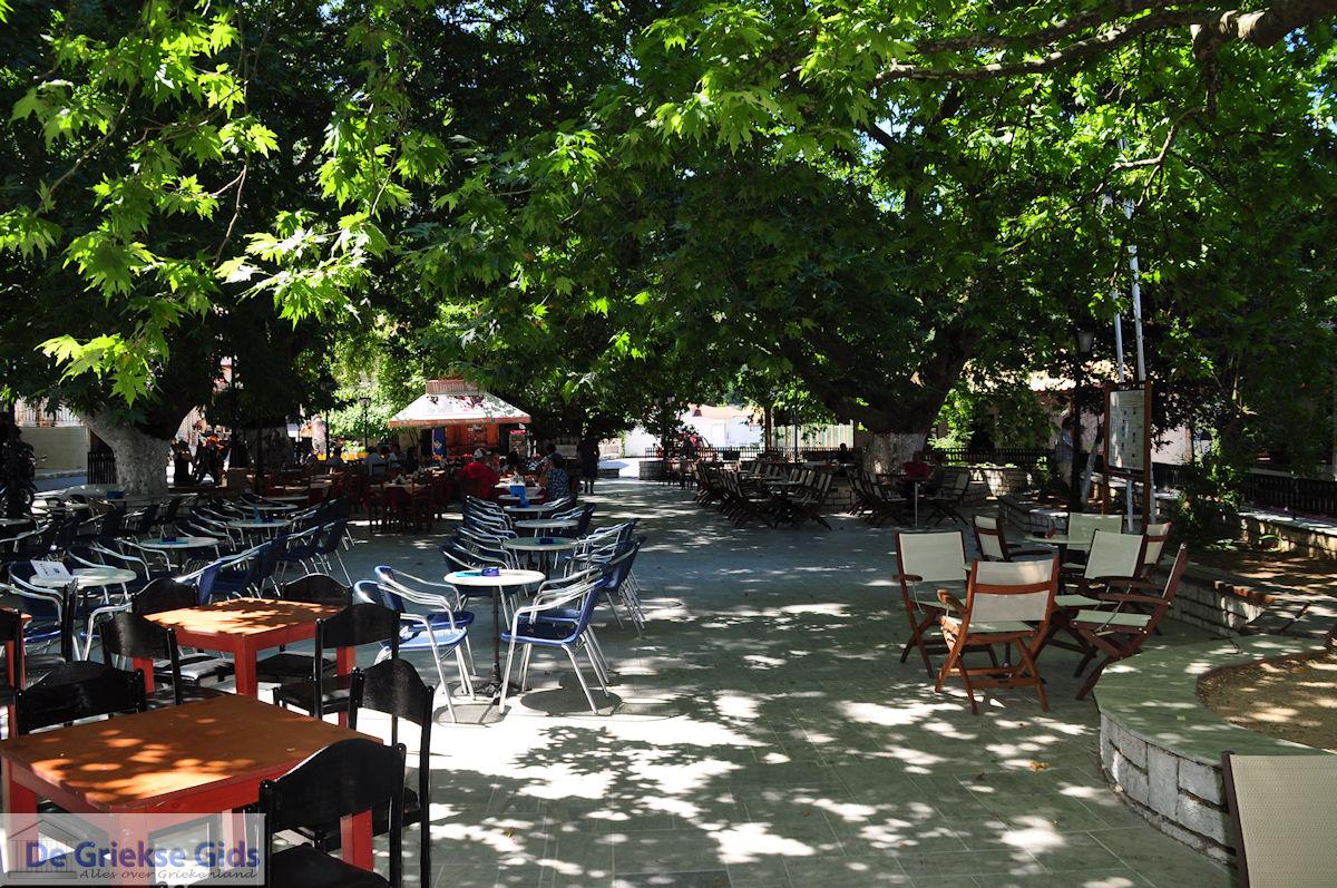foto Het gezellige plein van Karia (Karya) foto 1 - Lefkas (Lefkada)