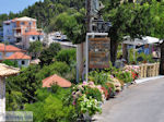 Overal bloemen in Athani - Lefkas (Lefkada) - Foto van De Griekse Gids