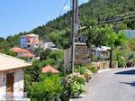 JustGreece.com Athani, overal bloemen en heel veel groen - Lefkas (Lefkada) - Foto van De Griekse Gids