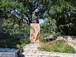 GriechenlandWeb.de Monument in het dorpje Englouvi - Lefkas (Lefkada) - Foto GriechenlandWeb.de