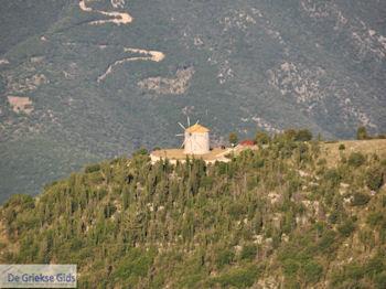 Windmolen bij Englouvi - Lefkas (Lefkada) - Foto van https://www.grieksegids.nl/fotos/eilandlefkas-fotos/350pixels/englouvi-lefkas-030.jpg