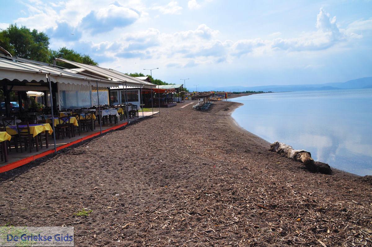 foto Terrasjes aan het strand van Skala Kallonis
