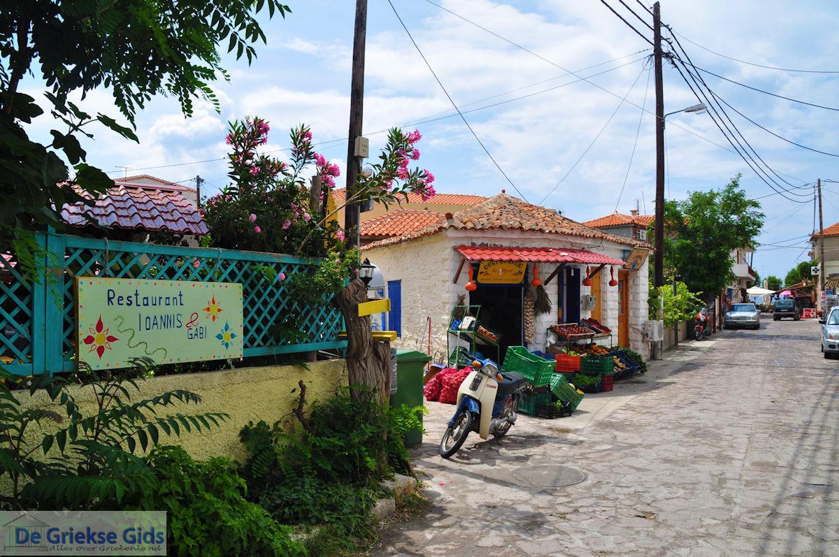 foto Restaurant Ioannis en Gabi naast de groenteman in Skala Eressos