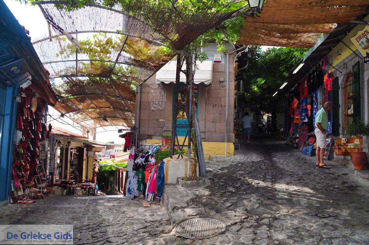 foto De smalle straatjes en steegjes van Molyvos foto 5