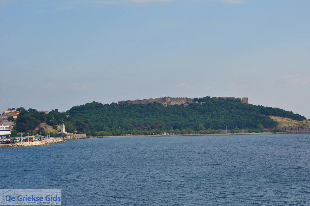 foto Het kasteel in de bosrijke omgeving in Mytilini