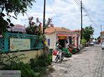 Restaurant Ioannis en Gabi naast de groenteman in Skala Eressos - Foto van De Griekse Gids