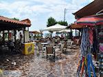 Het gezellige plein van Skala Eressos - Foto van De Griekse Gids