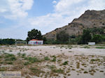 Verlaten voetbalveld Skala Eressos foto 2 - Foto van De Griekse Gids