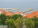 Dakpannen aan het haventje van Sigri - Foto van De Griekse Gids
