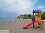 Kinderglijbaan aan strand Anaxos