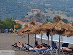 Strand Petra - Foto van De Griekse Gids