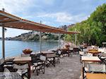 Terras restaurant cafetaria Olive Press te Molyvos - Foto van De Griekse Gids