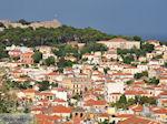 Huizen met rode dakpannen Mytilini foto 2 - Foto van De Griekse Gids