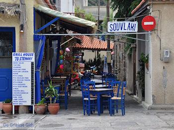 Souvlaki Grill House to Stenaki in Skala Eressos - Foto van https://www.grieksegids.nl/fotos/eilandlesbos/350pixels/eiland-lesbos-foto-085.jpg