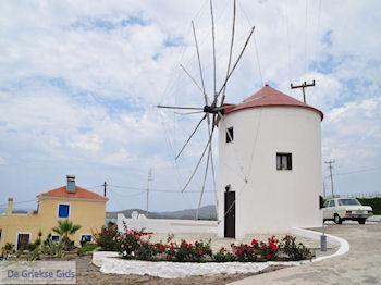 Een Griekse windmolen - Foto van https://www.grieksegids.nl/fotos/eilandlesbos/350pixels/eiland-lesbos-foto-123.jpg
