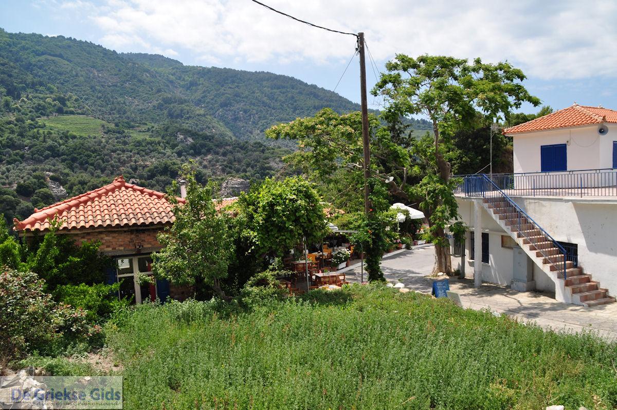 foto Manolates ligt in een schitterende natuuromgeving - Eiland Samos