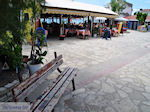 Zitbankje dorpsplein Heraion (Ireon) - Eiland Samos - Foto van De Griekse Gids
