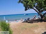 Nog een zand- kiezelstrand in Karlovassi - Eiland Samos - Foto van De Griekse Gids