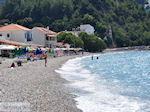 Aan het kiezelstrand van Kokkari - Eiland Samos - Foto van De Griekse Gids