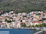 Huizen aan de berghellingen bij Samos stad - Eiland Samos - Foto van De Griekse Gids