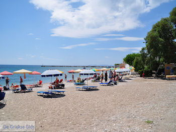 Kiezel zandstrand van Heraion (Ireon) - Eiland Samos - Foto van https://www.grieksegids.nl/fotos/eilandsamos/350pixels/eiland-samos-foto-034.jpg