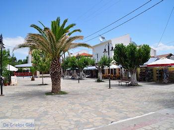 Dorpsplein Heraion (Ireon) - Eiland Samos - Foto van https://www.grieksegids.nl/fotos/eilandsamos/350pixels/eiland-samos-foto-040.jpg