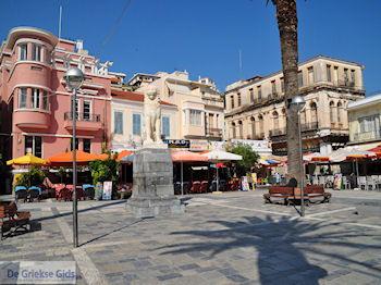Plein Samos stad, in het midden de leeuw - Eiland Samos - Foto van De Griekse Gids