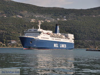 Boot Theofilos in de haven van Samos stad - Eiland Samos - Foto van De Griekse Gids