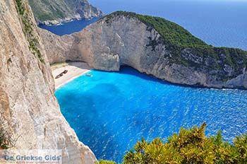 Scheepswrak Zakynthos | Shipwreck Zakynthos | De Griekse Gids | nr 9 - Foto van https://www.grieksegids.nl/fotos/eilandzakynthos/zakynthos/350px/fotos-zakynthos-038.jpg