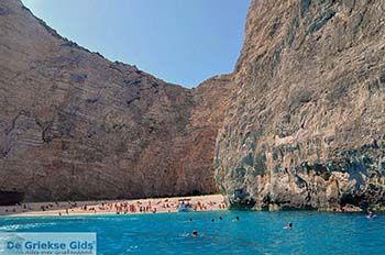 Scheepswrak Zakynthos | Shipwreck Zakynthos | De Griekse Gids | nr 38 - Foto van https://www.grieksegids.nl/fotos/eilandzakynthos/zakynthos/350px/fotos-zakynthos-210.jpg