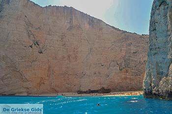 Scheepswrak Zakynthos | Shipwreck Zakynthos | De Griekse Gids | nr 39 - Foto van https://www.grieksegids.nl/fotos/eilandzakynthos/zakynthos/350px/fotos-zakynthos-211.jpg